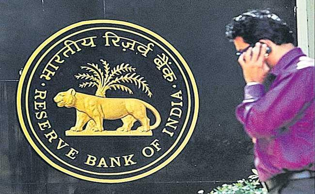 RBI caps age at 70 for bank MD, CEO, director positions - Sakshi