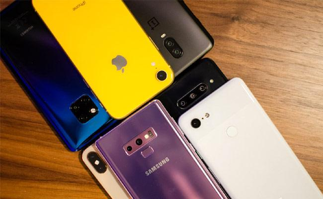 India Smartphone Sales Set Record, But COVID-19 Surge to Hit Demand - Sakshi