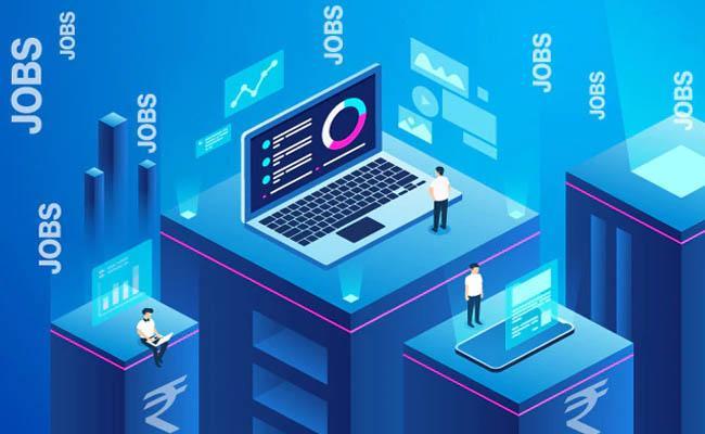 Skilled techies take home big bucks, raining jobs in IT! - Sakshi