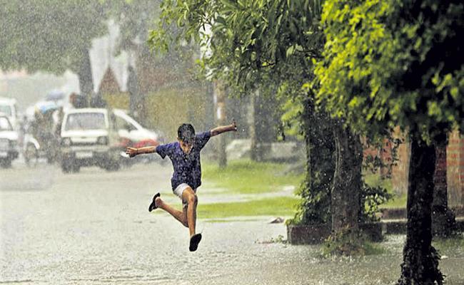 Moderate rain for two days in AP - Sakshi