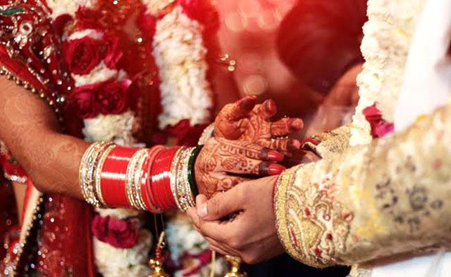Bihar Man Watches Wife of 7 Years Marry Her Lover with Teary Eyes Gives Blessings - Sakshi