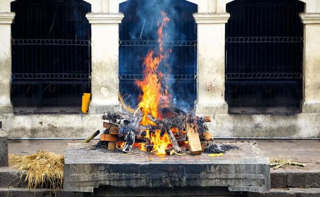 Chhattisgarh Woman Found Alive Minutes Before To Cremation - Sakshi