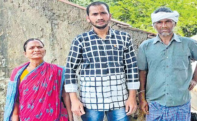 Happy Reunion: Stranded Telangana Man Reaches Home From Sharjah - Sakshi