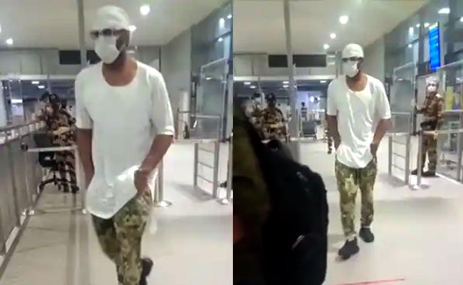 Prabhas Photos Viral At Hyderabad airport - Sakshi