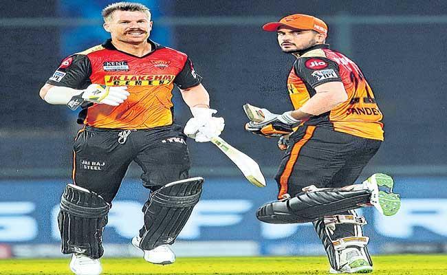 Chennai Super Kings beat Sunrisers Hyderabad by 7 wickets - Sakshi
