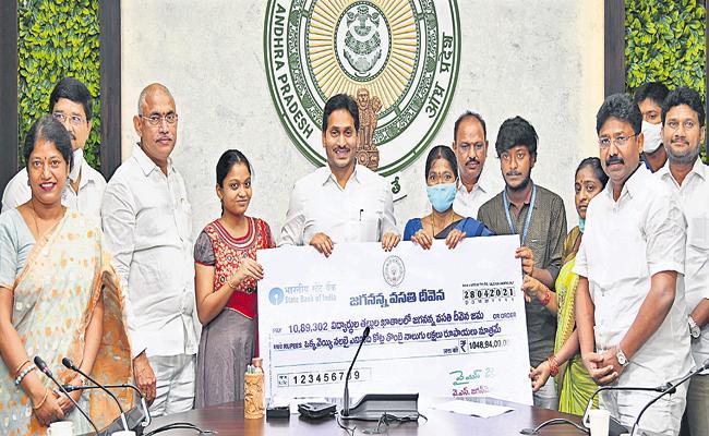 CM Jagan Comments On Tenth, inter exams - Sakshi