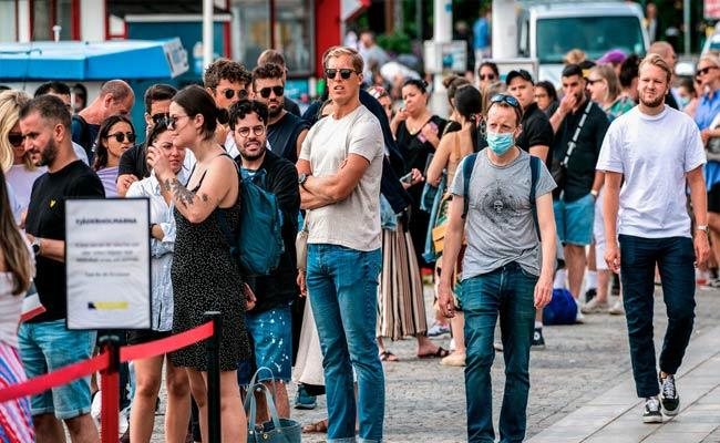 US Government Relaxes Guidelines For Wearing COVID Masks - Sakshi