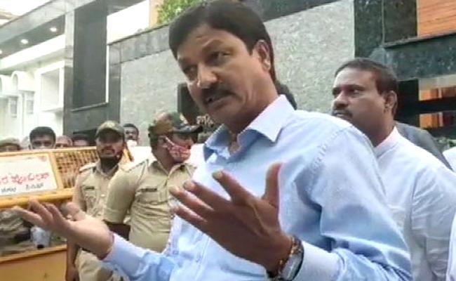 Karnataka CD Case Ramesh Jarkiholi Skips SIT Inquiry - Sakshi