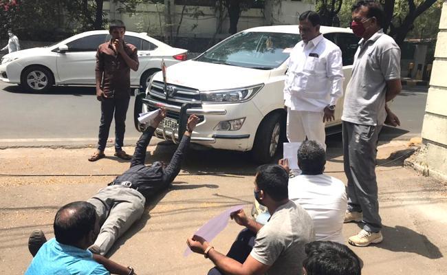Telangana Contract Coach For SATS Protest Near LB Stadium Hyderabad - Sakshi
