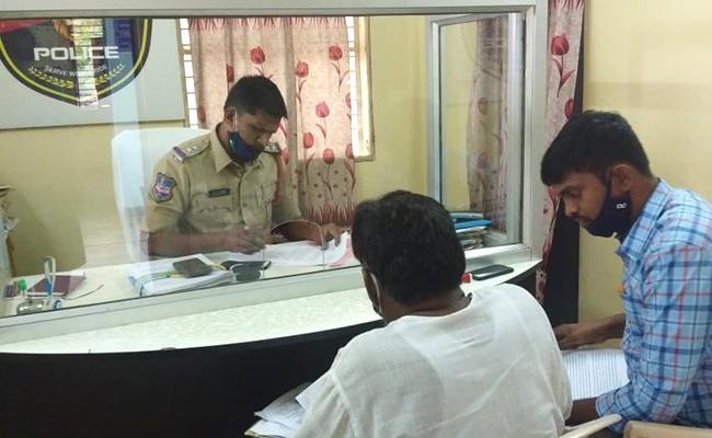 Man Cheats Unemployed People In The Name Of Job In Nalgonda  - Sakshi