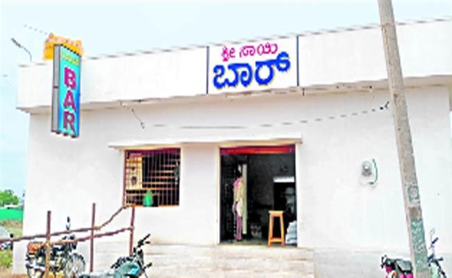 Karnataka Liquor Flowing Endlessly In Anantapur - Sakshi