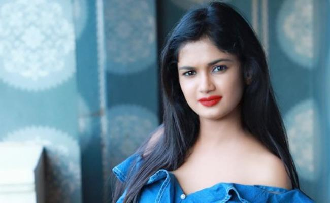 Ariyana Glory Will Go To Himalayas For Trekking - Sakshi