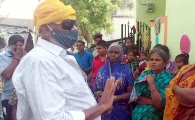 Tadipatri Municipal Chairman JC Prabhakar Reddy Outrage Over Volunteer - Sakshi