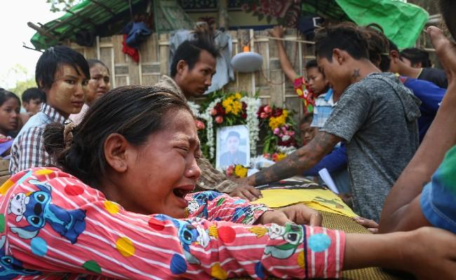 Myanmar death toll edges up to 550 as online crackdown tightens - Sakshi