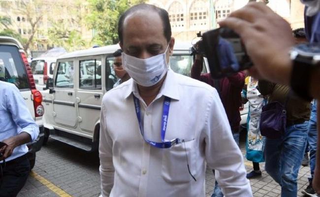Special NIA court extends Sachin Vazes custody till April 7 - Sakshi