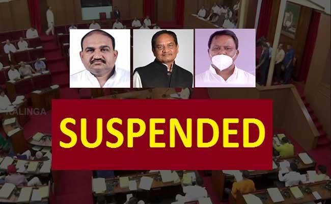 Shoes, pens hurled at Odisha Assembly Speaker - Sakshi