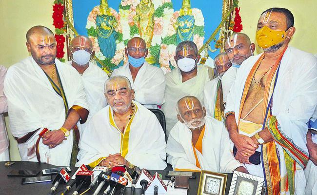 Ramana Dikshitulu Said We Was Indebted To CM Jagan - Sakshi