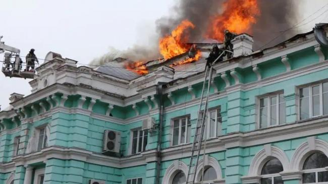 Russia Doctors Complete Open Heart Surgery Even as Hospital Catches Fire - Sakshi