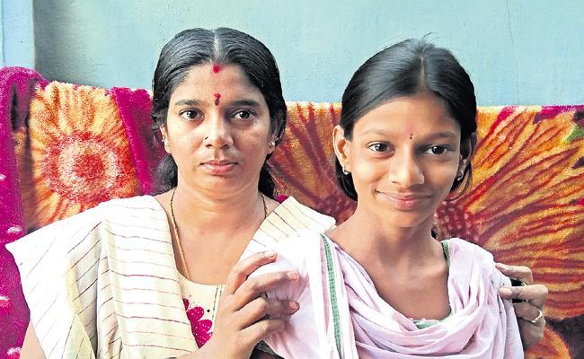 A Women says thanks to CM Jagan for YSR Aarogya Sri - Sakshi