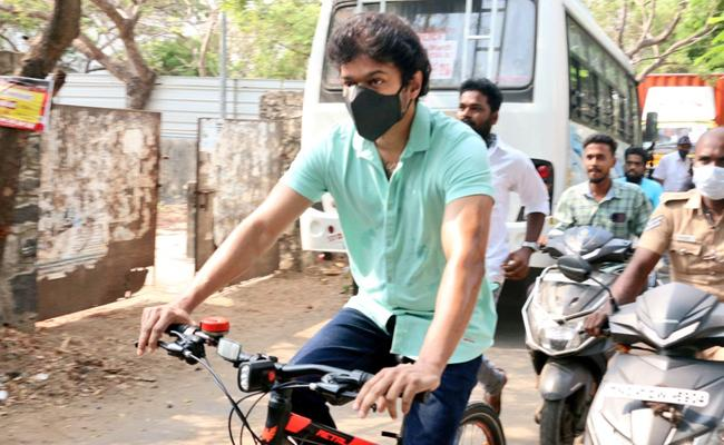 Hero Vijay Arrives In Cycle To Cast His Vote in Tamil Nadu Election Polling - Sakshi