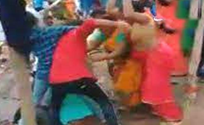 One Person Died In Relatives Fighting Happened In Kurnool - Sakshi