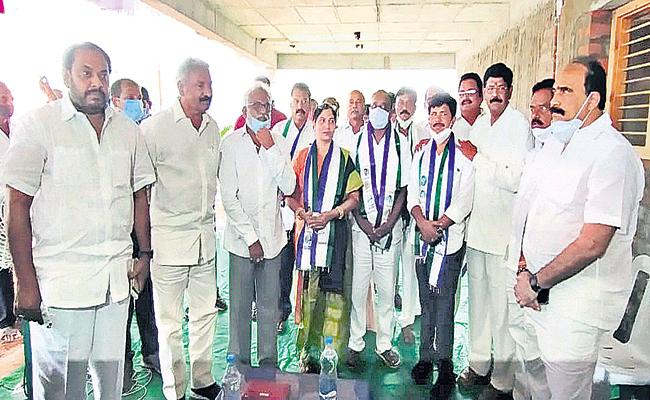 TDP leaders joining into the YSRCP in many areas in AP - Sakshi