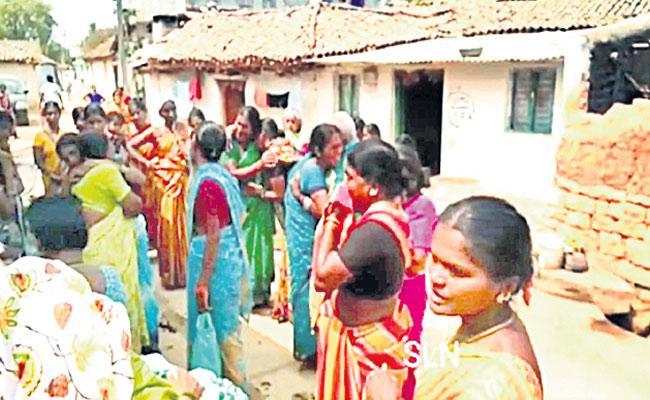 Mallanna Sagar People Get Emotional Going To Rehabilitation Colonies - Sakshi