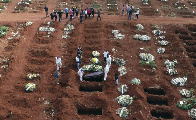 Brazil has more than 4,000 deaths in 24 hours for first time - Sakshi