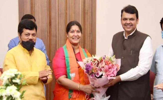 Former Shiv Sena MLA Trupti Sawant Joins BJP - Sakshi