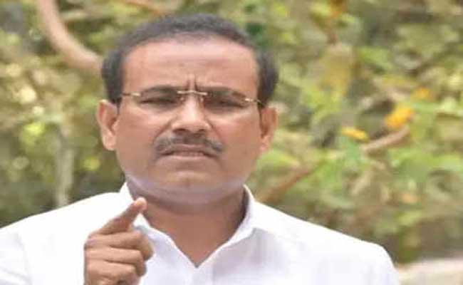 Maharashtra warns of Covid-19 vaccine shortage - Sakshi