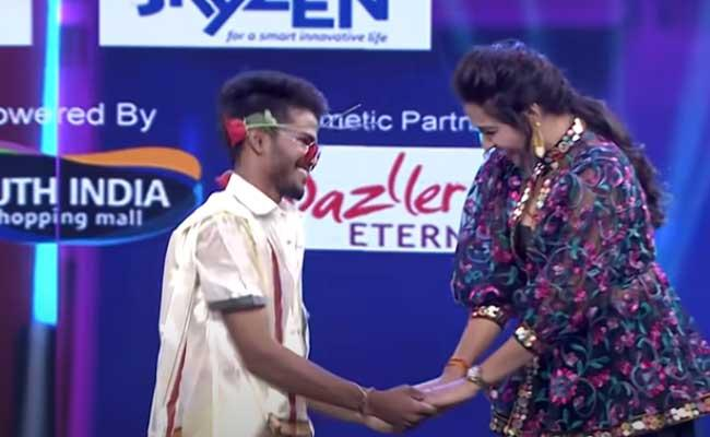 Kanna Master Kiss To Monal Gajjar In Dance Plus Show - Sakshi
