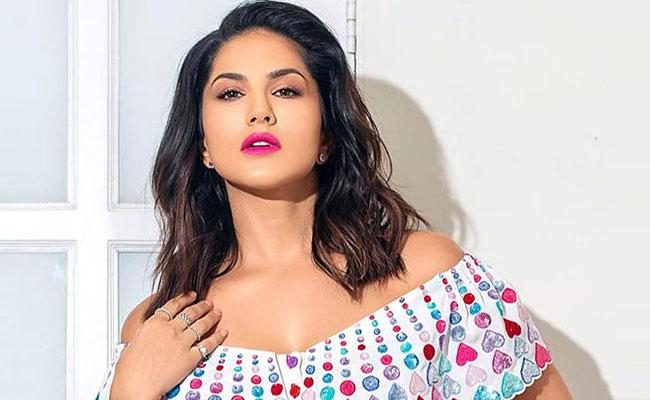 Sunny Leone Buys An Apartment Worth Rs 16 Crore In Mumbai - Sakshi