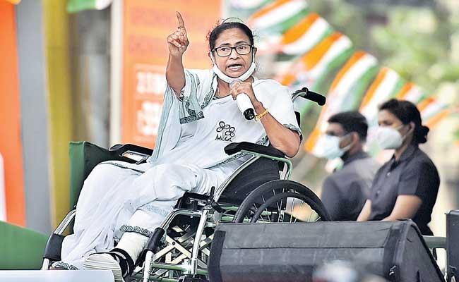 Mamata Banerjee asks voters to be on guard - Sakshi