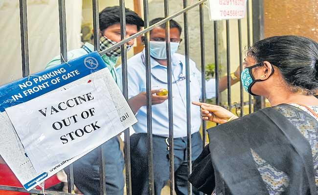 26 Mumbai Vaccine Centres Shuts In Maharashtra - Sakshi