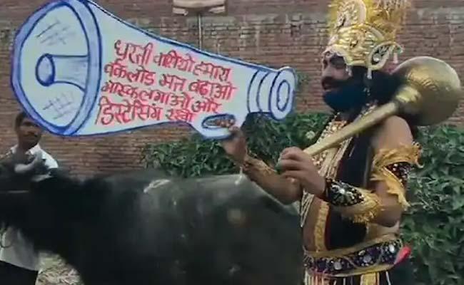 Yamaraj Urges People To Wear Mask In Moradabad, UP - Sakshi