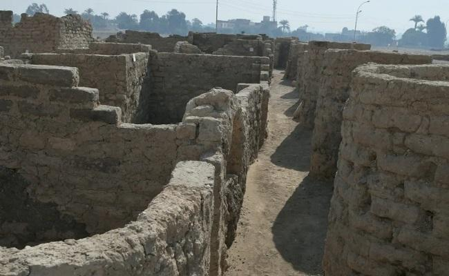 3000 Year Old Lost Golden City Aten Unearthed In Egypt - Sakshi