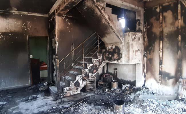Couple Run Away From Home Man House Set On Fire Karnataka - Sakshi