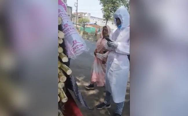 Madhya Pradesh Ambulance With Covid Patient Stops At Juice Shop - Sakshi