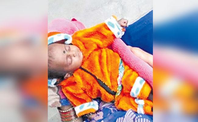 Hyderabad: Three Months Baby Left Parents In Auto Jeedimetla - Sakshi