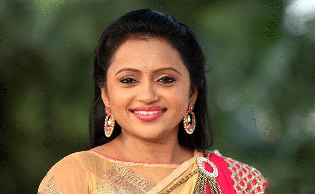 Anchor Suma Kanakala Clarifies On Negative Comments On Calf Video - Sakshi