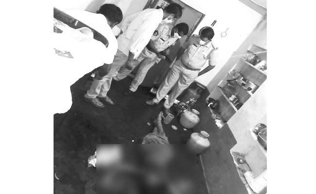 Husband Assassinated Wife In Prakasam District - Sakshi