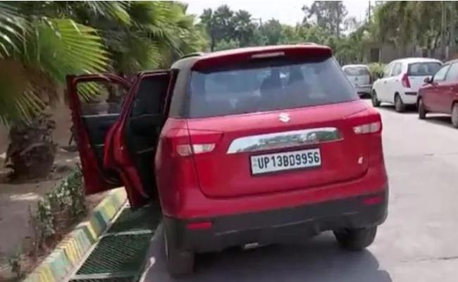 35 Year Old Jagriti Gupta Died In Her Car While Waiting To Be Admitted In Hospital  - Sakshi