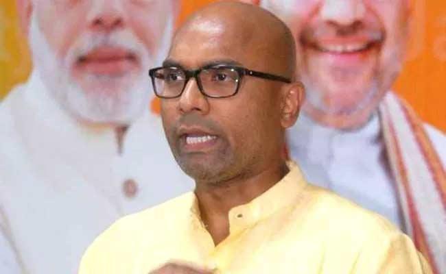 BJP MP Dharmapuri Arvind Comments On CM KCR - Sakshi