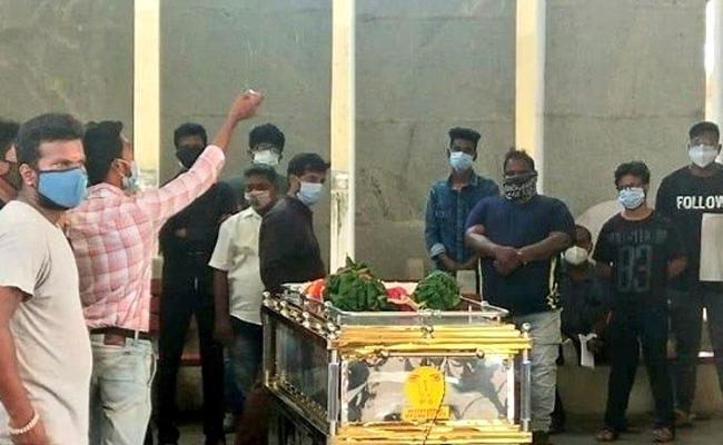 Director KV Anand Funerals Completed At Chennai - Sakshi