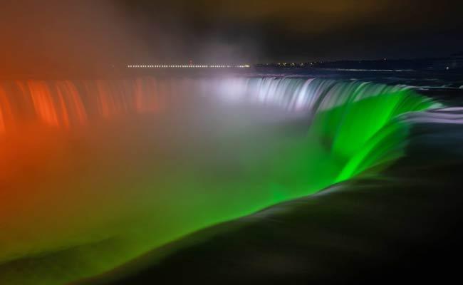 StayStrongIndia: Niagara Falls Iights Up With Indian Tricolour - Sakshi