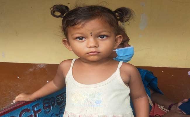 Two Year Old Child Was Left On Side Of National Highway In East Godavari - Sakshi