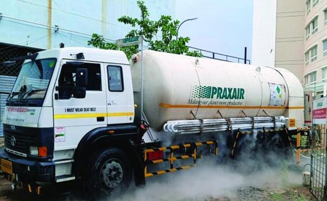 Proud Serve Society Oxygen Tankers Odisha To Hyderabad Tsrtc Driver-sakshi - Sakshi