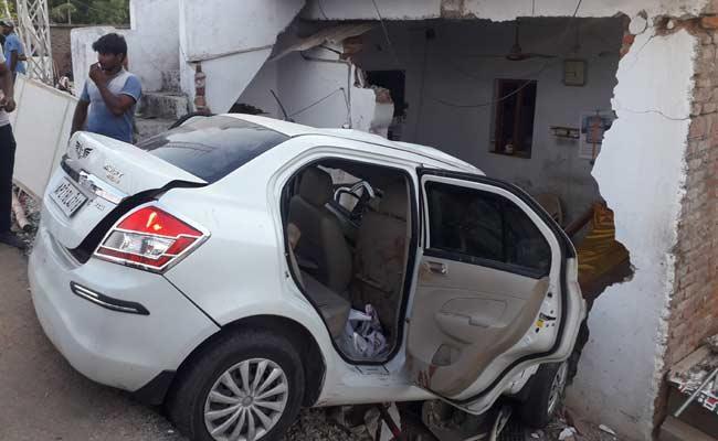 Car Crashed Into The House In Prakasam District - Sakshi