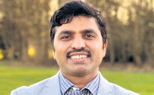 Tenali man was elected Conservative Party Councilor - Sakshi