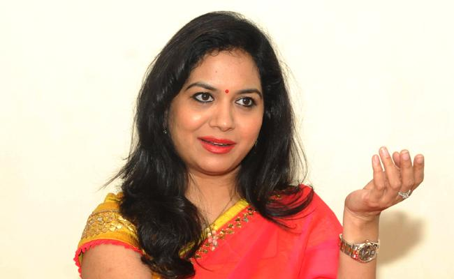 Singer Sunitha Gently Rejectes Who Asked Her Whatsapp No In Insta Live - Sakshi